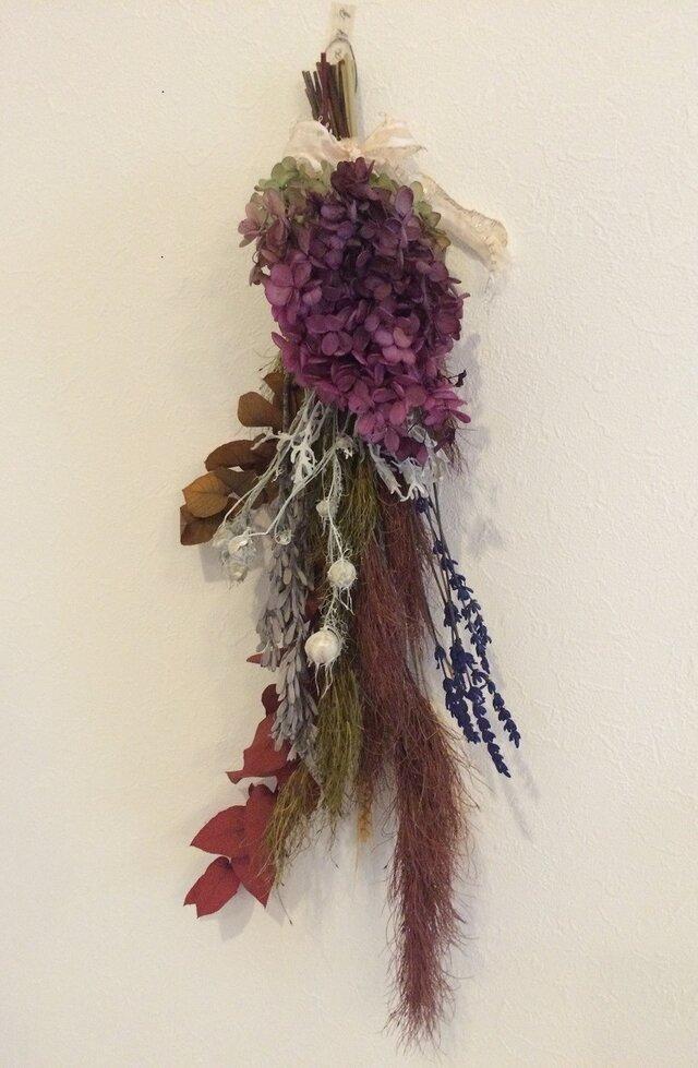ウォームカラーの紫陽花のスワッグの画像1枚目
