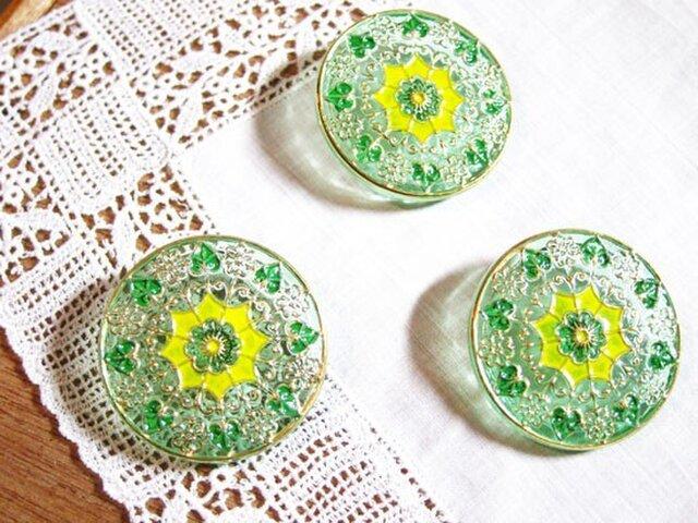 チェコのガラスボタン ライムグリーン×レモンイエローの画像1枚目