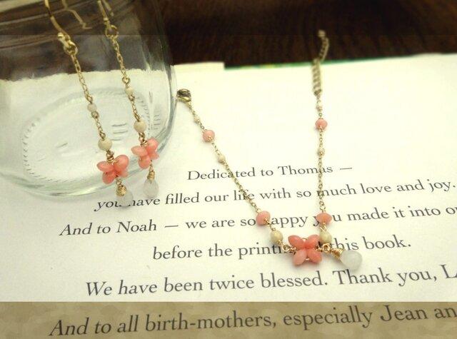 ピンク色の珊瑚 pierce&braceletの画像1枚目