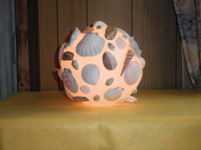 潮騒の香りを運ぶ貝いっぱいのフロアーランプの画像1枚目