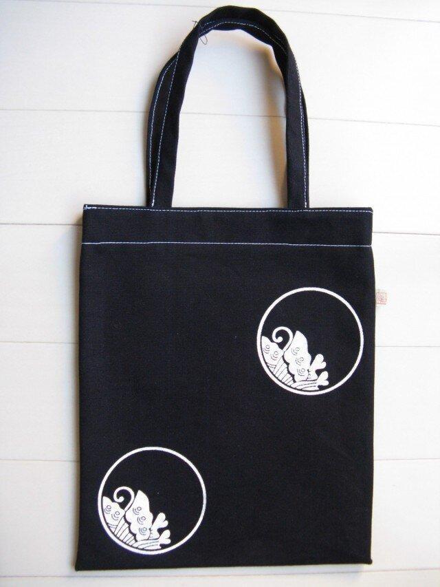 家紋シリーズ 藍染め縦長バッグ 「糸輪に覗き揚羽蝶」の画像1枚目