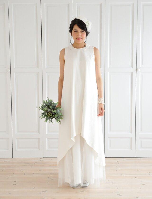 ホワイトデニムとチュールのウエディングドレスの画像1枚目