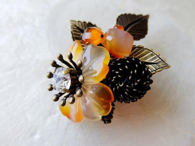 【SOLD】夕焼け色カーネリアンの花束ブローチの画像1枚目