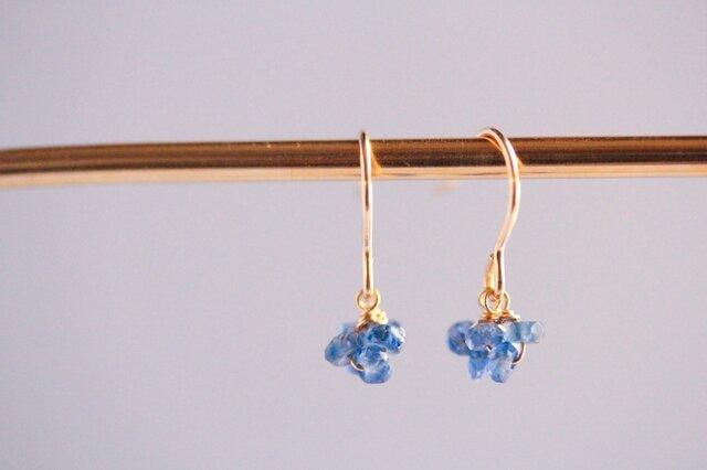 blue mini earringsの画像1枚目