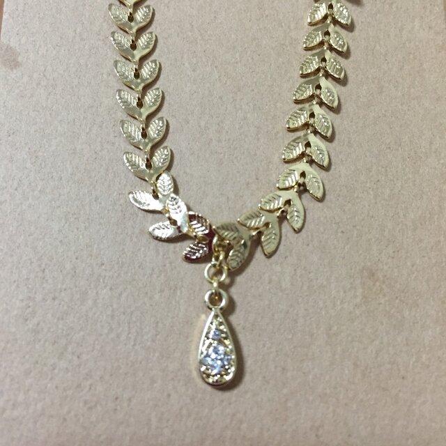 ゴールド月桂樹チェーンとラッキードロップチャームのブレスレットの画像1枚目