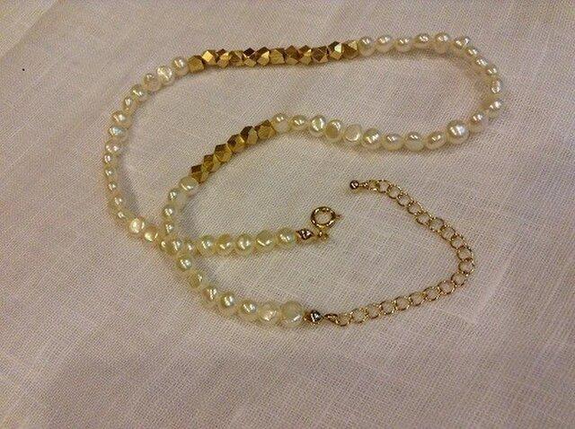 パールとゴールドのネックレスの画像1枚目