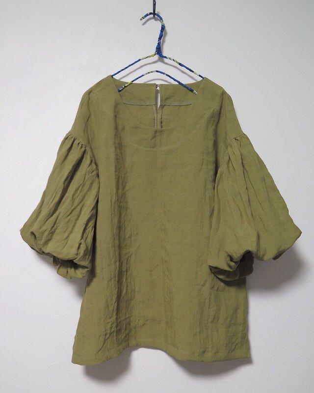 ボリューム袖ブラウス(ドライオリーブ)の画像1枚目