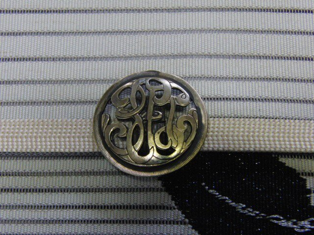 真鍮ブラス製 ビンテージ調透かし模様丸型帯留め 着物や浴衣の帯どめ飾りにの画像1枚目