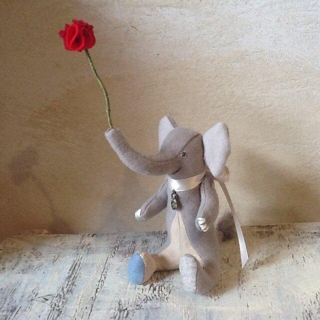 赤いお花をどうぞの画像1枚目