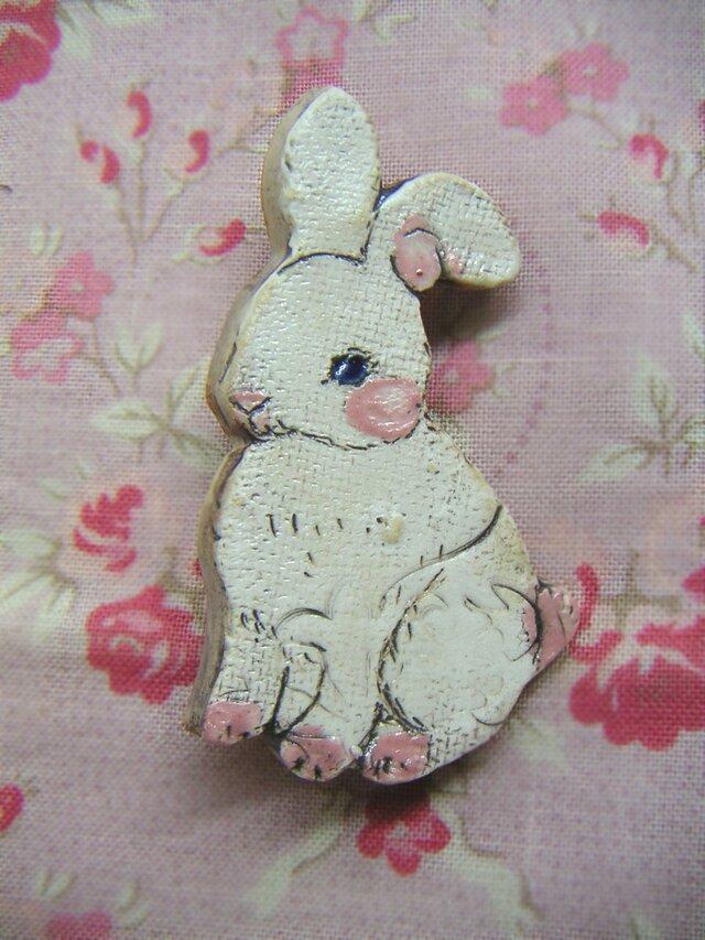 夏の新作!白い子ウサギのブローチの画像1枚目