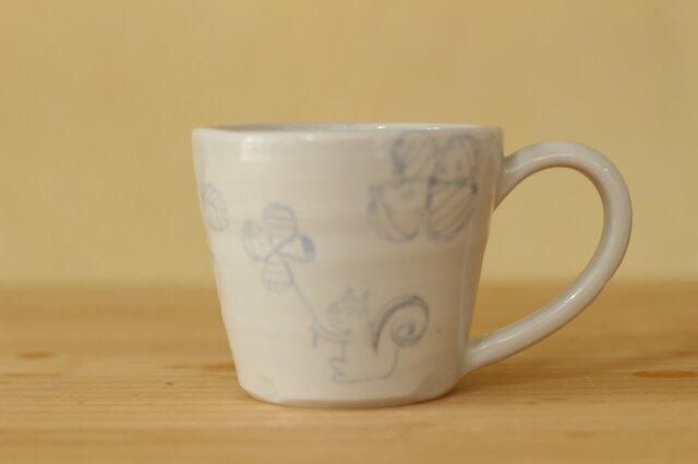 ブルー象嵌リスやお花やいちごのカップ。の画像1枚目