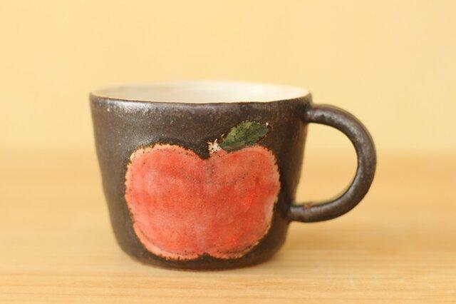 黒に赤いりんごカップ。の画像1枚目