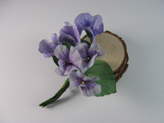 手染め布花 紫のスミレ(菫)のコサージュの画像1枚目