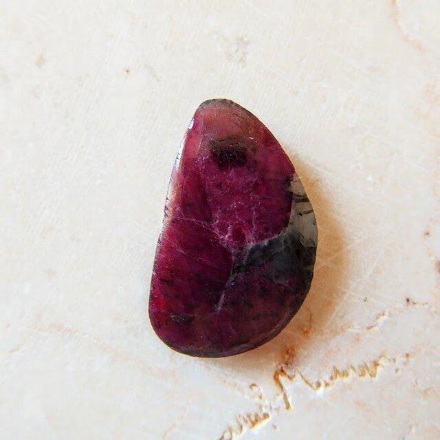 ルビー・コランダム 薔薇の名前 23mm/ ルース・カボションの画像1枚目