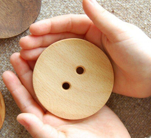 大きな木のボタンの画像1枚目