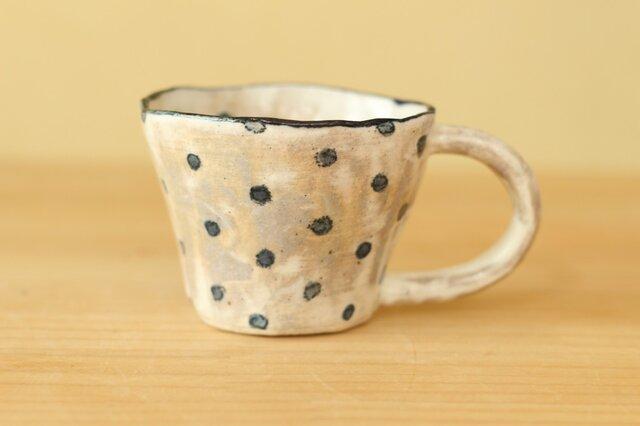 粉引き手びねりブルードットのカップ。の画像1枚目