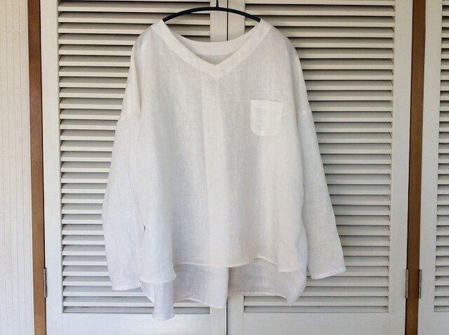 受注製作:やっぱり白いシャツ!リネンのVネックプルブラウスの画像1枚目