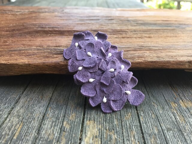 革花のスリーピン(花芯つき)  タマゴサイズ  薄紫aの画像1枚目