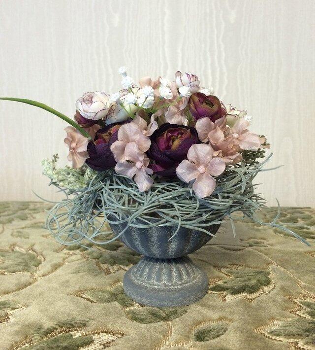 小花たちの小さなフラワーアレンジメントの画像1枚目