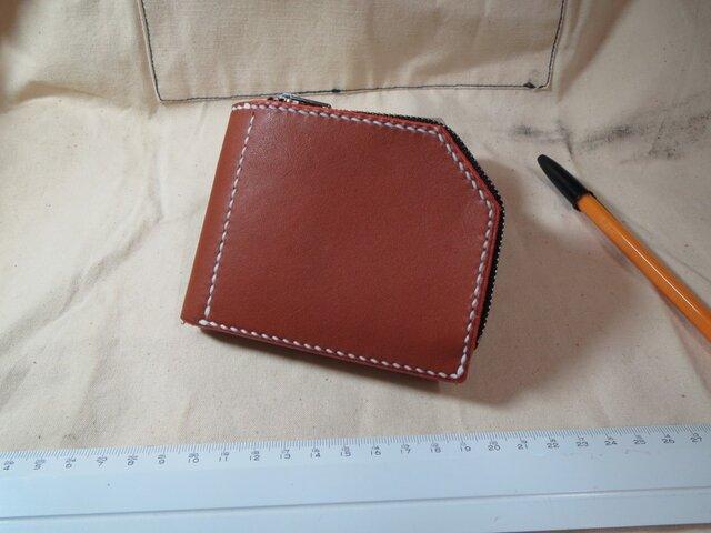 二つ折り財布・手縫い・ヌメ革・オレンジブラウン・左手で使いやすいファスナー式の財布です。の画像1枚目