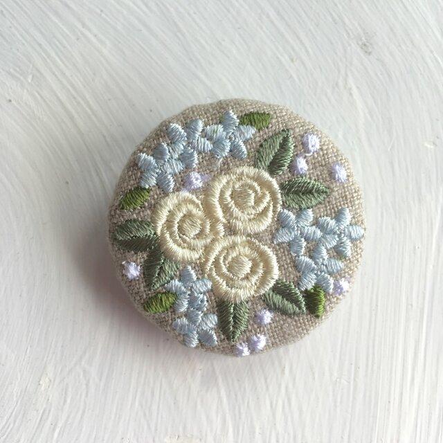 リネン  ミニバラのブーケ 刺繍ブローチ クリーム 40ミリの画像1枚目