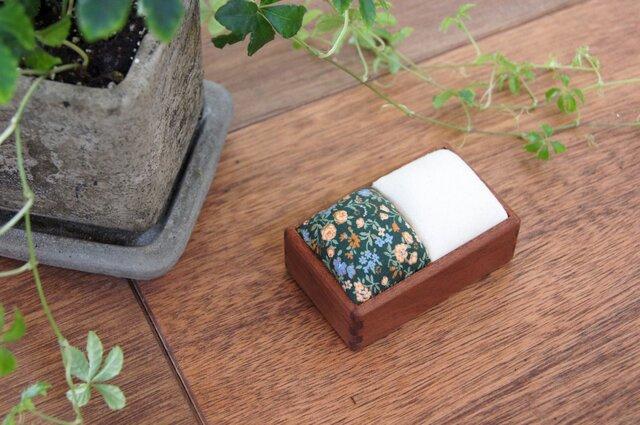 針山(マコレ材/緑小花+生成)の画像1枚目