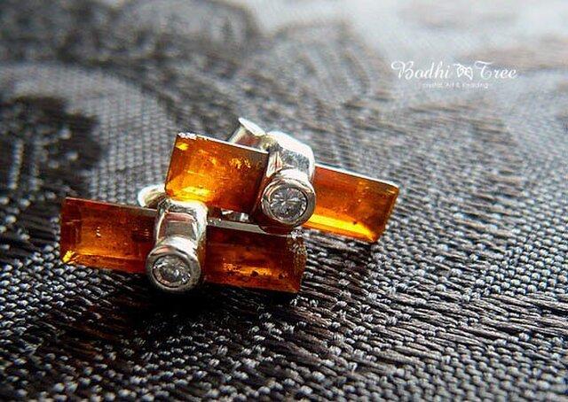 オレンジカイヤナイト(カヤナイト)&ジルコン・SVスタッドピアスの画像1枚目
