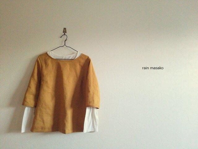 マスタードリネンの七分袖のオーバーブラウスの画像1枚目