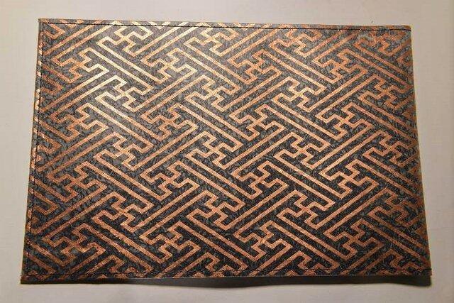 ギルディング和紙ブックカバー  紗綾黒地銅箔の画像1枚目