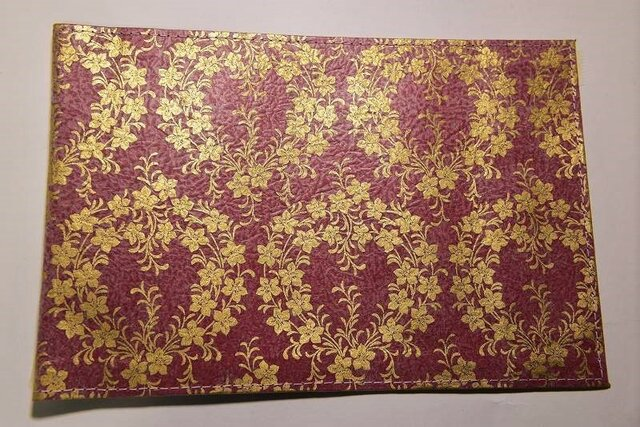 ギルディング和紙ブックカバー 桔梗赤地金箔の画像1枚目