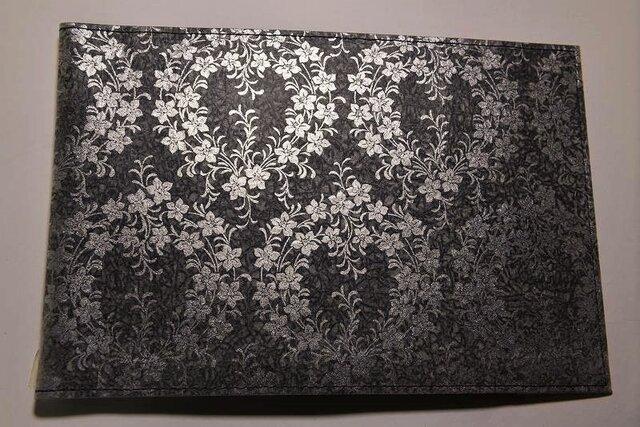 ギルディング和紙ブックカバー 桔梗黒地銀箔の画像1枚目