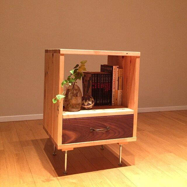 桧×ウォルナット 使い勝手のよいサイドテーブルの画像1枚目