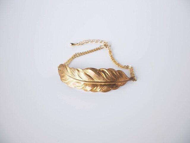 The Golden Feather Braceletの画像1枚目