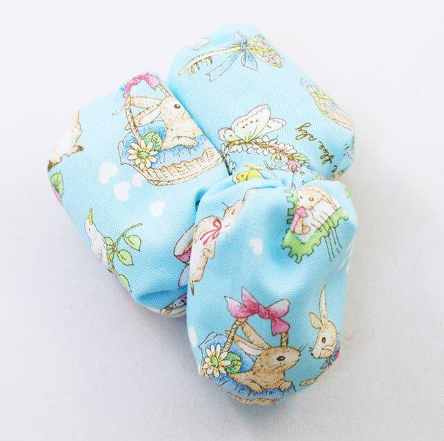 お手玉 蝶や花と戯れるうさぎ柄のたわら型 3つセットの画像1枚目