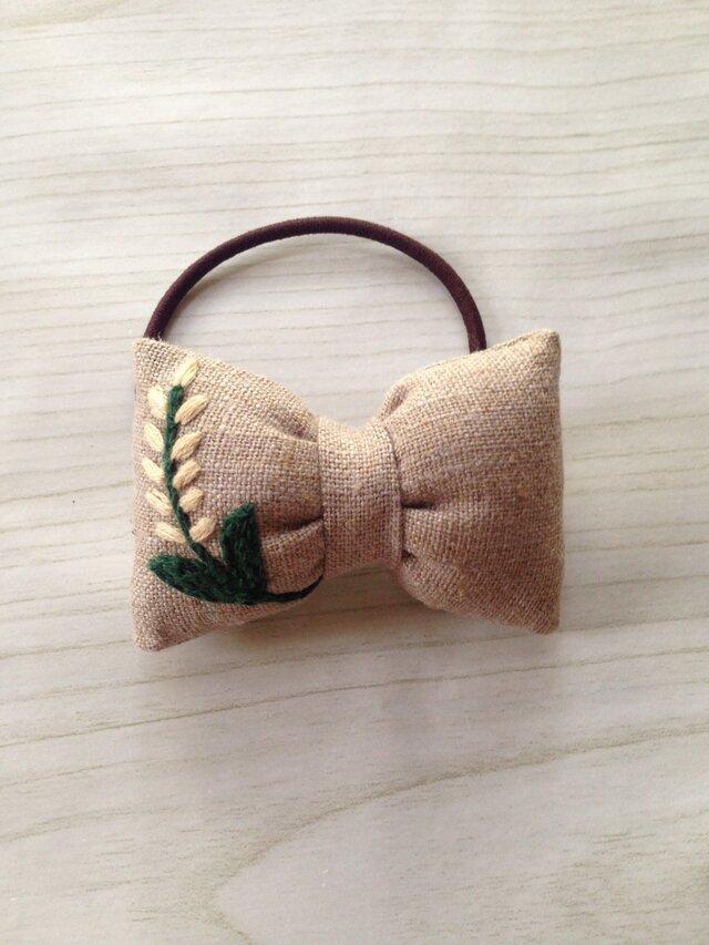 リボンのヘアゴム☆刺繍☆flower whiteの画像1枚目
