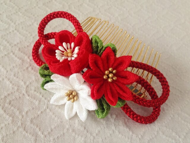 〈つまみ細工〉梅と小菊と江戸打ち紐のコーム(赤)の画像1枚目