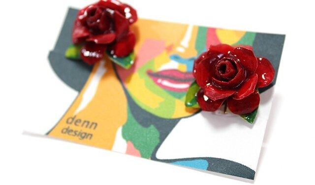 大人可愛い赤いバラの花のイヤリングの画像1枚目