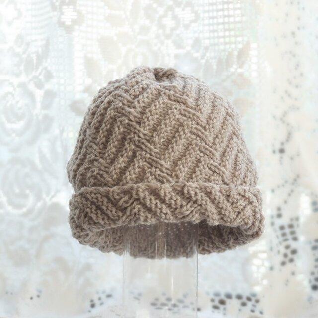 毛100% ななめ編みのニット帽子(薄いチャコールグレー・模様入り)の画像1枚目