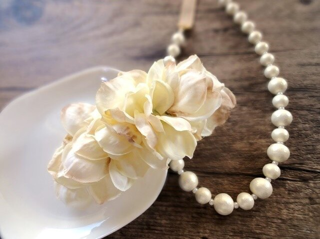 【受注生産】ライラックの花びらのバレッタ■ふんわりシルエット 水彩画風■クリームベージュの画像1枚目