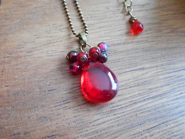 真っ赤なしずく berryのネックレス 金古美の画像1枚目