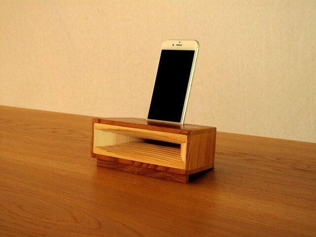 ホーン型 iphone スタンドの画像1枚目