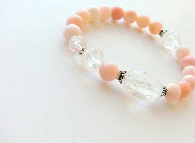 *虹&星入り水晶とピンクオパールのブレスレットの画像1枚目