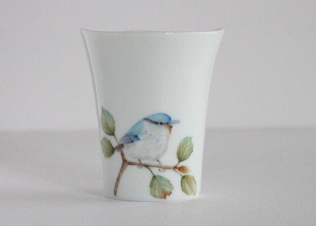 鳥のカップ~ゴジュウカラの画像1枚目