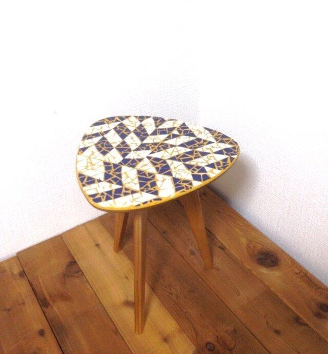 モザイクタイルのシンプルなサイドテーブルの画像1枚目