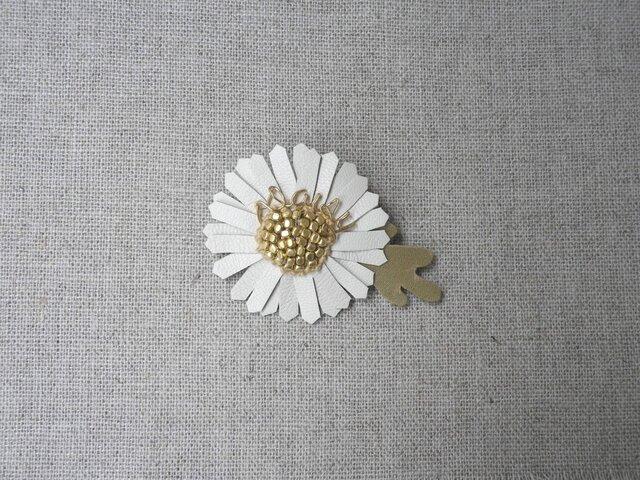 Daisy ブローチ小 Whiteの画像1枚目