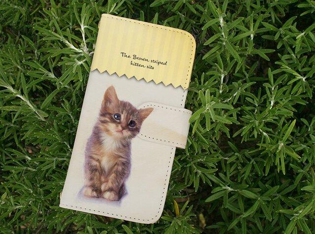全機種対応 手帳型 スマホケース iPhoneXs iPhone9 猫 kitten sits 座る子猫の画像1枚目