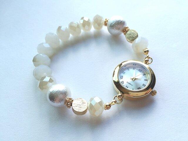 -white-ガラスビーズ・ゴールドパーツの腕時計の画像1枚目