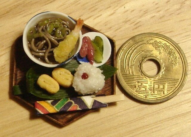 ★天ぷらそばと小梅おにぎり・6角形の画像1枚目