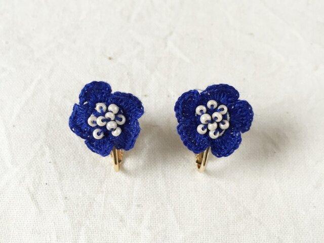 flower イヤリング B  - ブルーの画像1枚目