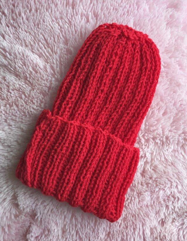 赤のニット帽の画像1枚目